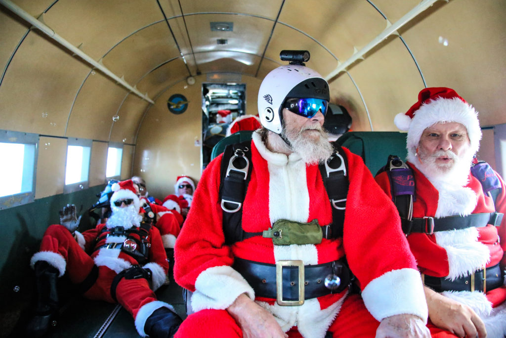 Skydiving-santas